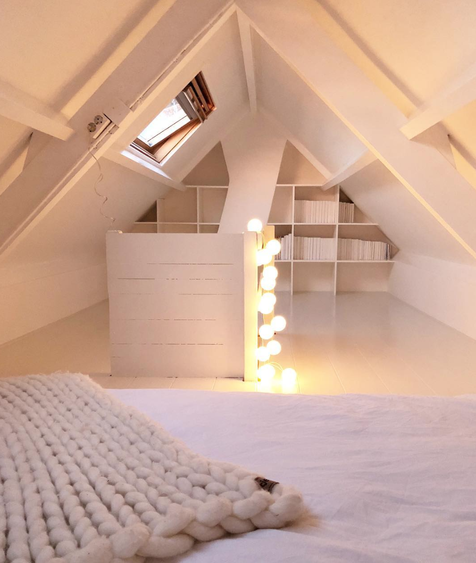 Attic Bedroom Ideas : Inspiration for Slanted Ceilings and Interesting Entries