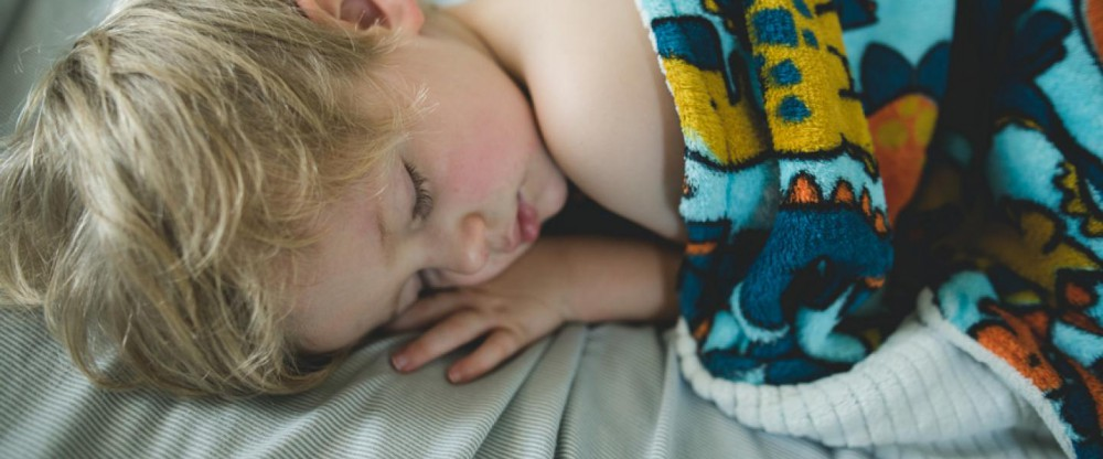 Keep Tots Away from Tech for Better Sleep